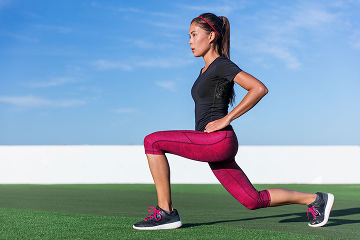 bodyweight lunge pulse outdoors